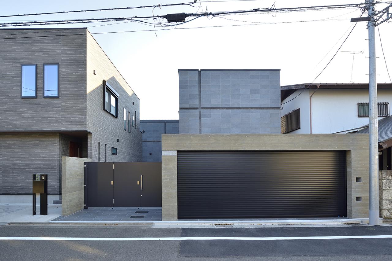 重厚感とぬくもり溢れる2世帯邸宅